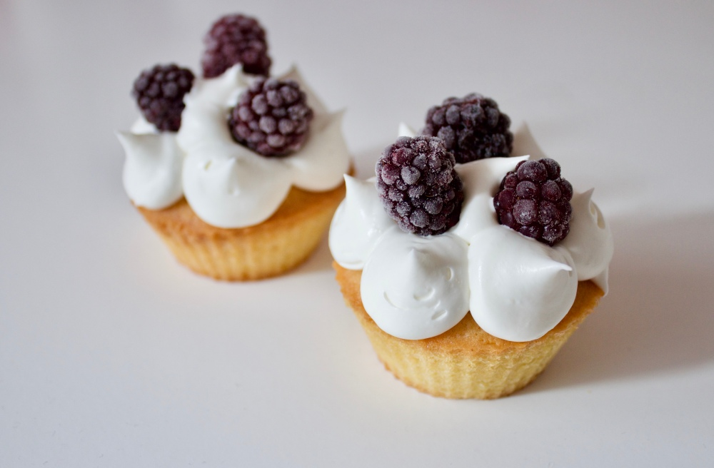 Blackberry cupcakes *