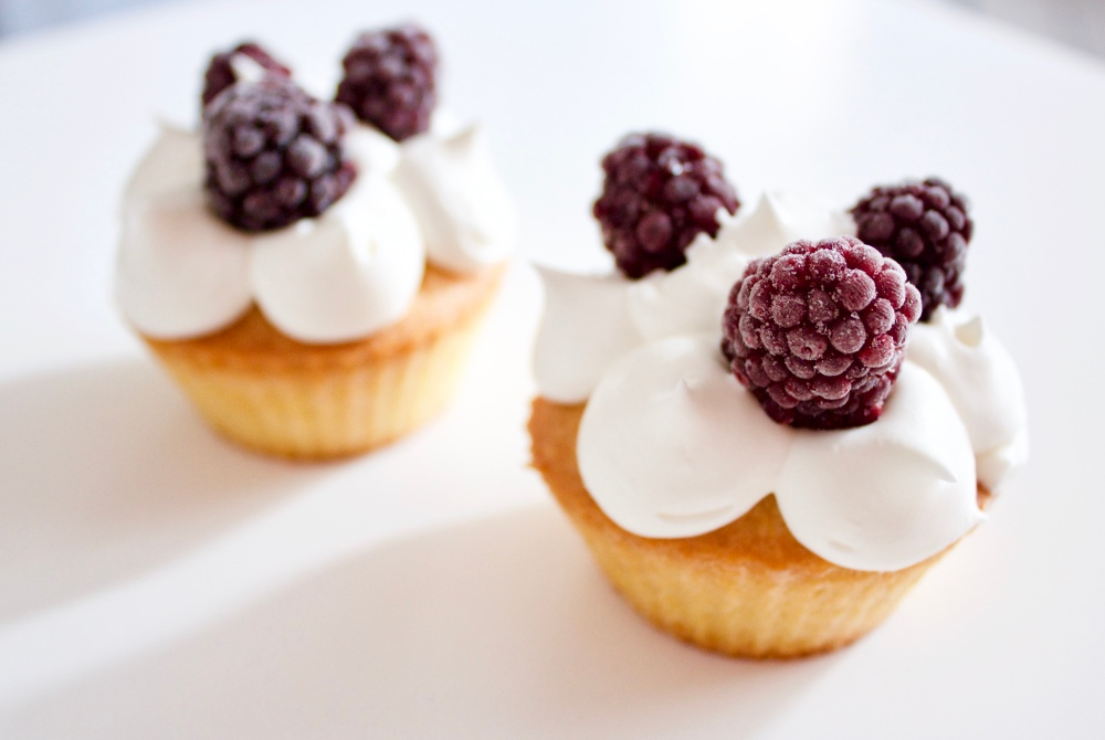 Blackberry chantilly cupcakes *